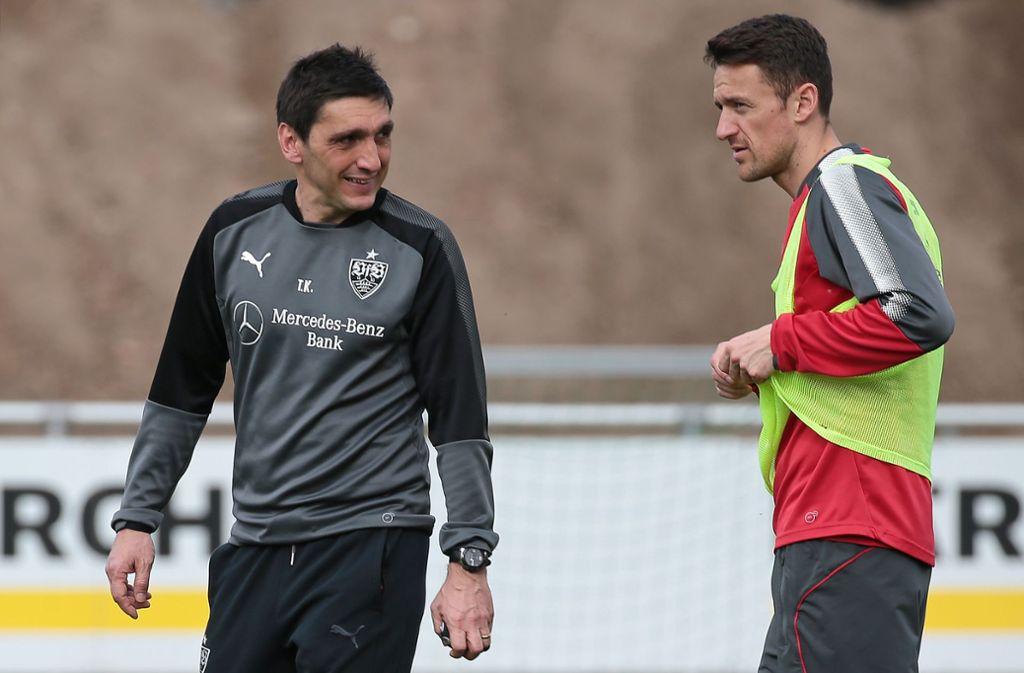 Trainer Tayfun Korkut (links) und Kapitän Christian Gentner vom VfB Stuttgart Foto: Pressefoto Baumann