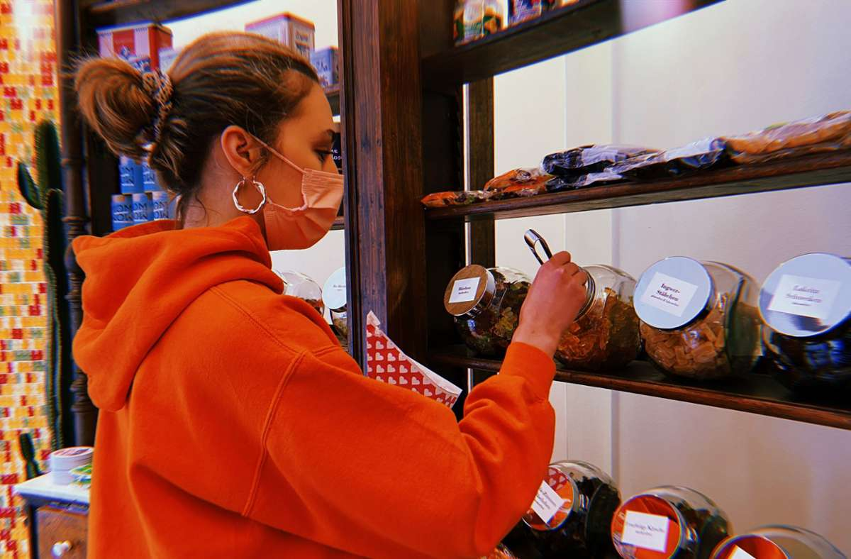 Eintüten und abwiegen – so lautet das Motto im neuen Bonbon. Foto: Stadtkind/Kriebernig