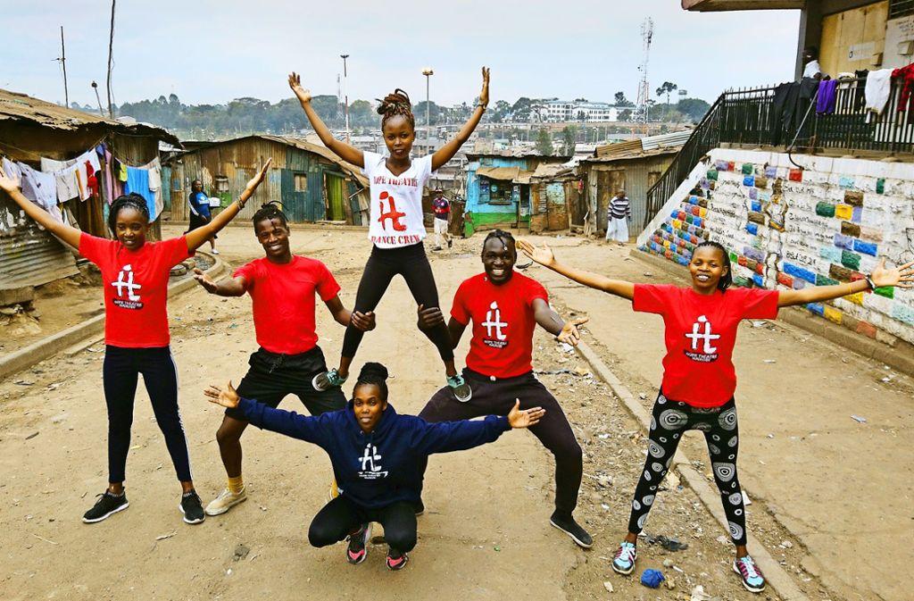 Aus den Slums in die Welt: Die Theatergruppe hat zehn erwachsene Mitglieder und eine 20-köpfige Kindergruppe. Foto: Bruckmeier