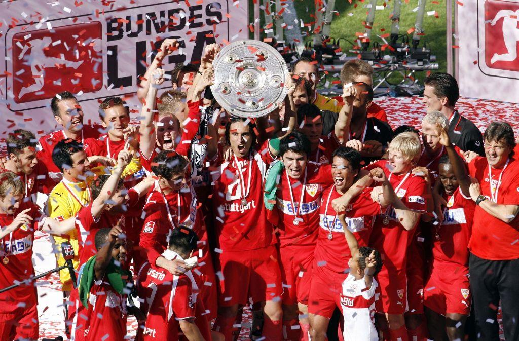 Der VfB Stuttgart feiert die Deutsche Meisterschaft 2007. Foto: dpa