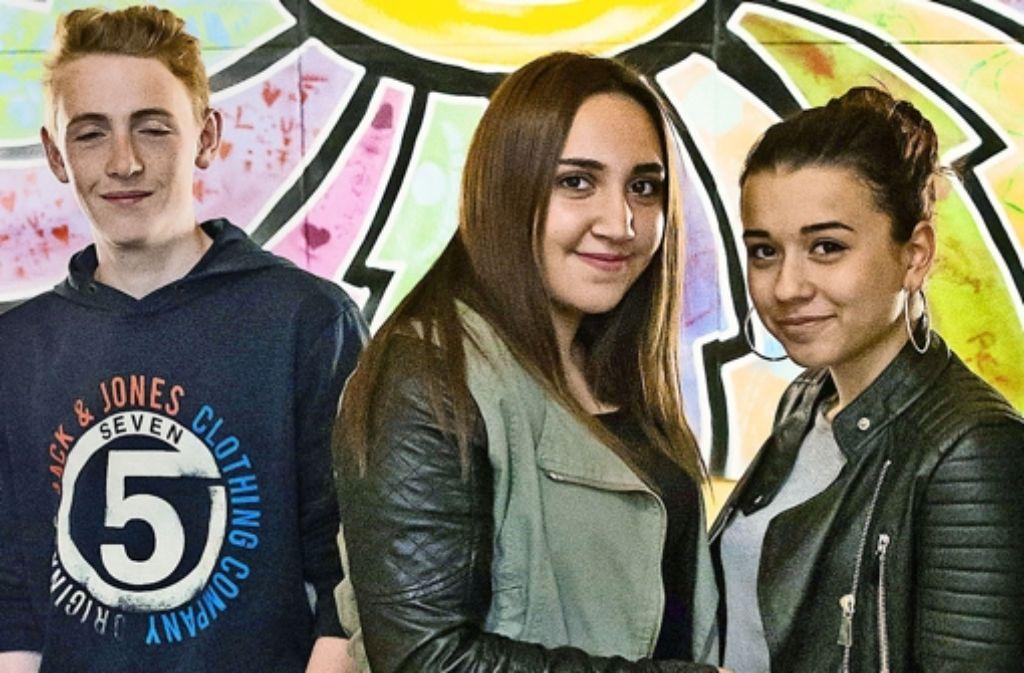 Froh, dass die Prüfung vorbei ist: Christian Motzer, Dicle Dikici, Arlinda Ala (von links)  von der  Rohrer Pestalozzischule. Foto: Lichtgut/Achim Zweygarth