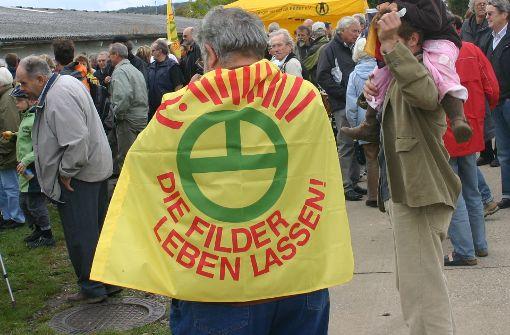 Gegen Flächenverbrauch: die Schutzgemeinschaft protestierte beispielsweise bei einer Demo im Jahr 2009 gegen die Westerweiterung des Flughafens. Foto: Kai Müller