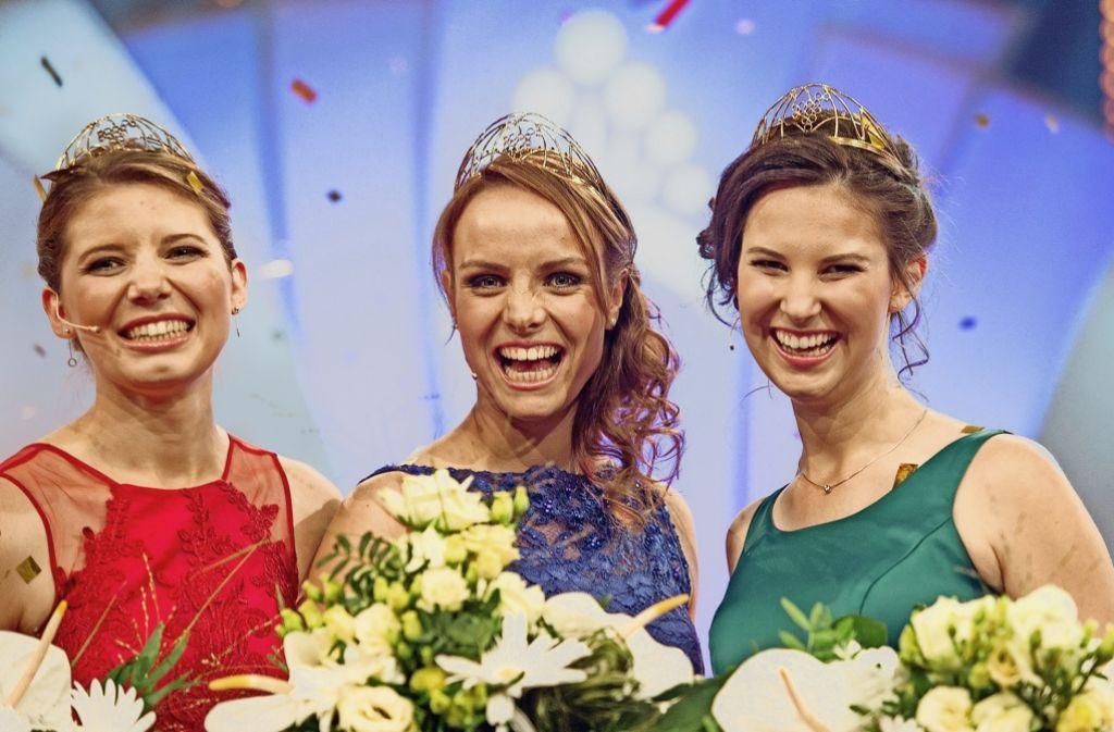 Die drei Weingrazien: Prinzessin Mara Walz  aus Vaihingen/Enz mit    Weinkönigin  Lena Endesfelder und der zweiten Prinzessin  Christina Schneider (von links) Foto: dpa