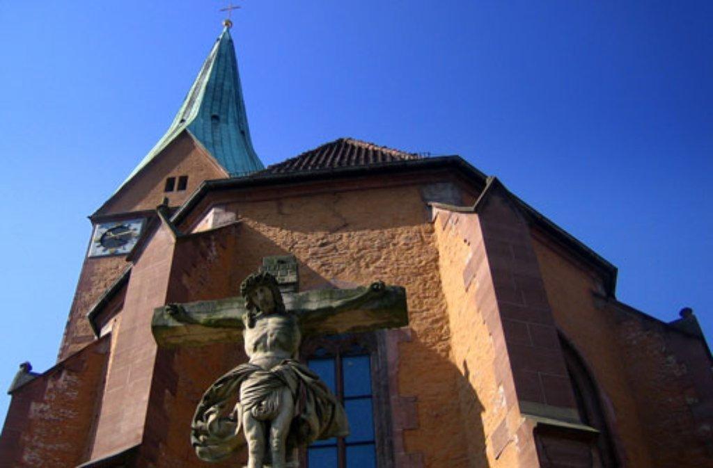 In Stuttgart-Mitte: Verkauf auf dem Gehweg beim Parkhaus zwischen der Leonhardskirche (Foto) und der Katharinenstraße und direkt vor der Leonhardskirche. Foto: Leserfotograf rika