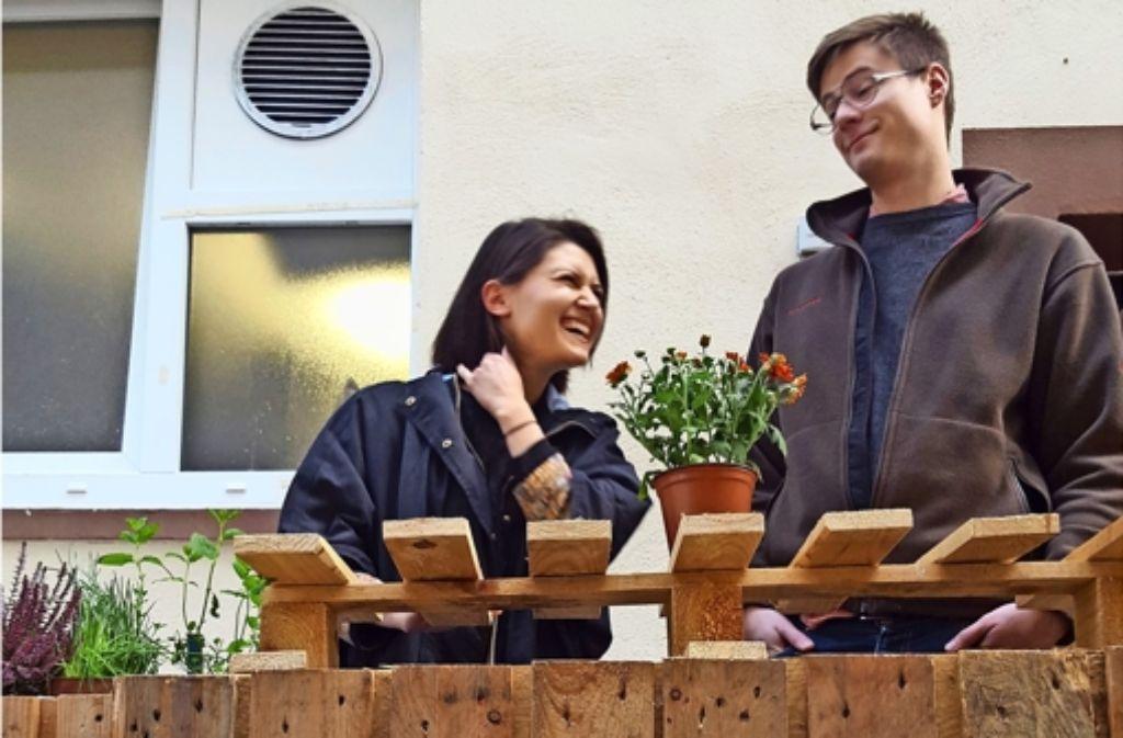 Kristin Lazarova und Basil Helfenstein luden in  ihre Bude ein. Foto: Kathrin Wesely