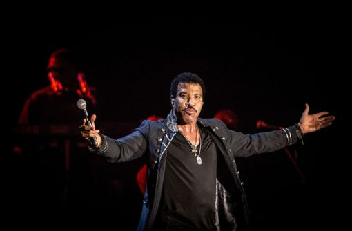 Lionel Richie singt im Schlosshof