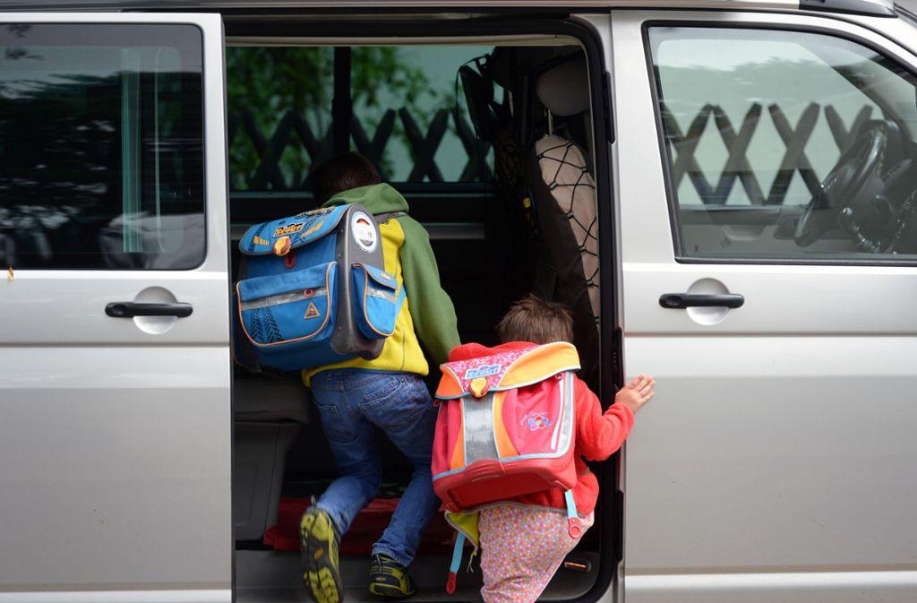 Das Elterntaxi fährt ab – doch der selbständige Schulweg ist für die kindliche Entwicklung ein wichtiger Meilenstein. Foto: dpa