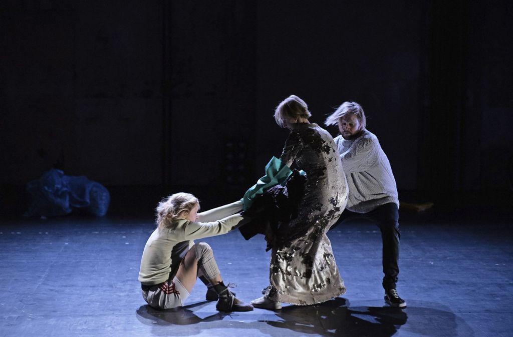 """Szene aus """"Outland"""" im Theater Rampe Foto: Detlev Schneider"""
