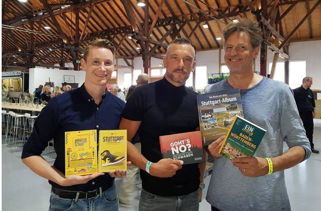 Blogger-Treff unterm Holzdach: Patrick Mikolaj, Manuel Kloker und Uwe Bogen (von links). Foto: Klaus Schnaidt