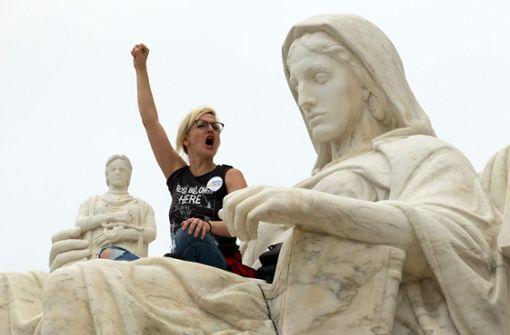 Eine Botschaft an die Frauen: Schweig, denn du verlierst
