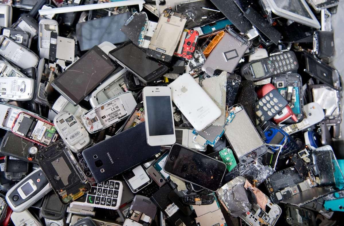 Auch die Hersteller von Elektrogeräten sollen in Recyclingfragen zukünftig in die Pflicht genommen werden. (Symbolbild) Foto: dpa/Julian Stratenschulte