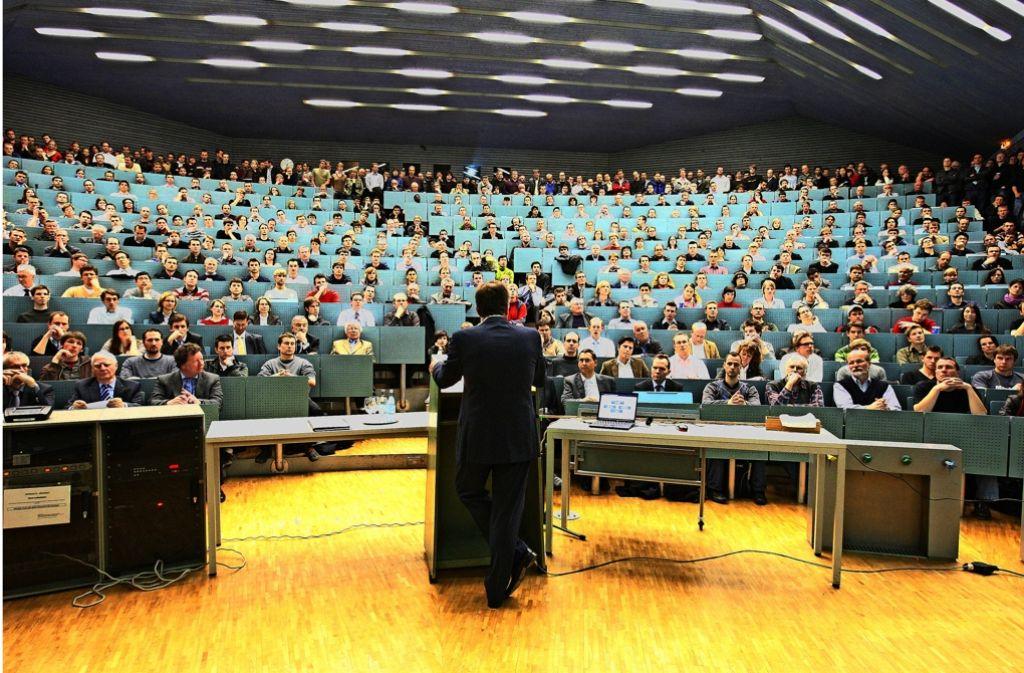 Das Studium an der Uni Stuttgart ist begehrt, die Vorlesungen sind übervoll. Foto: Kraufmann