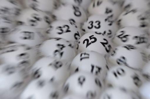 Paar findet in letzter Minute Lottoschein für Millionen-Gewinn