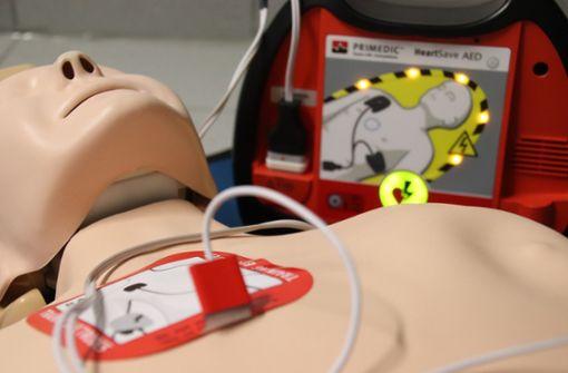 Defibrillator   trifft die Entscheidung zum Einsatz   selbst