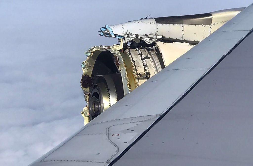 Die Passagiere hörten einen lauten Knall, dann wackelte das Flugzeug. Foto: AFP
