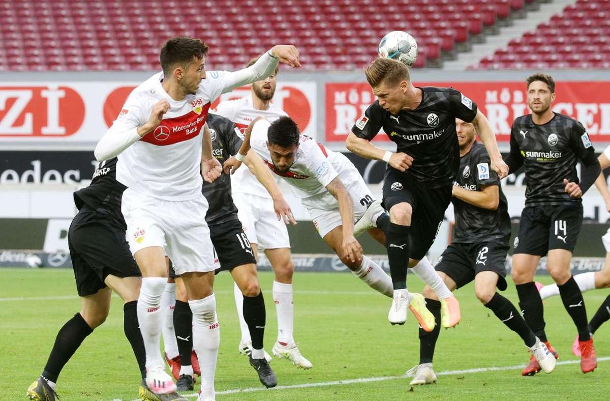 Der VfB Stuttgart gewann vor leeren Rängen im Regen 5:1 gegen die Gäste aus Sandhausen. Foto: Pressefoto Bauman/Hansjvºrgen Br/Hansjürgen Britsch