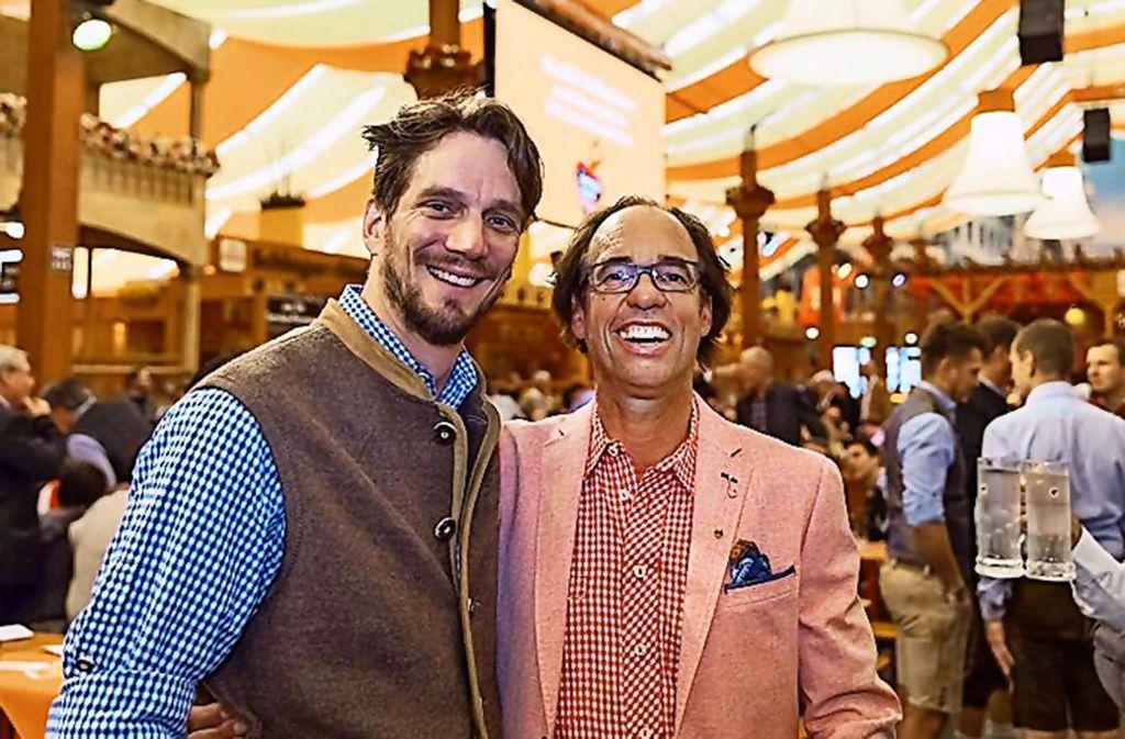 Kabarettist Christoph Sonntag (rechts) auf dem Wasen mit Björn Graf Bernadotte  von der Insel Mainau. Foto: Andreas Engelhard