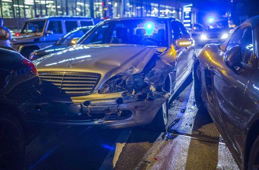 Unfall mit mehreren Autos auf der Paulinenbrücke