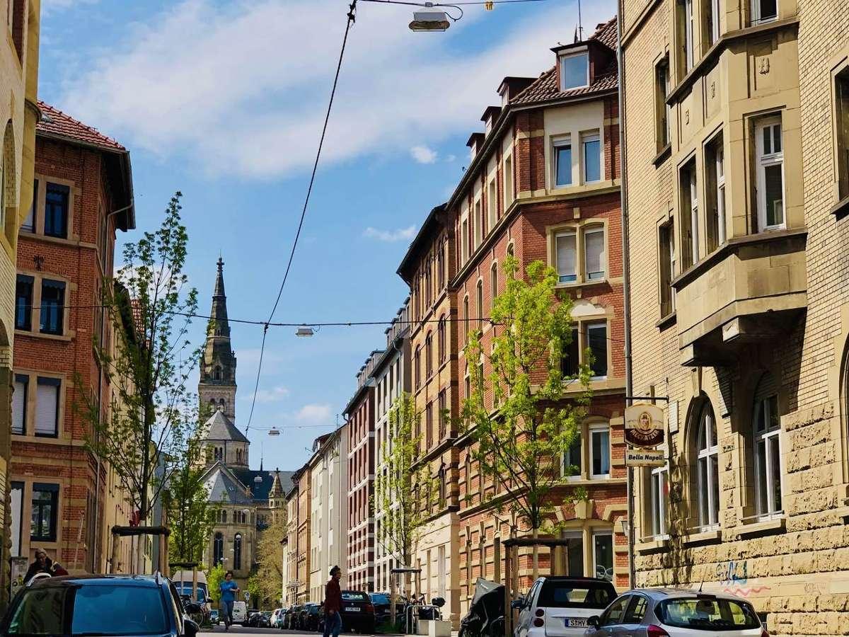So langsam zeigt sich der Sommer in Stuttgart, wie hier am Erwin-Schoettle-Platz im Süden. Wir verraten euch 10 Dinge, an denen ihr erkennt, dass es im Kessel Sommer ist.  Foto: Joachim Baier