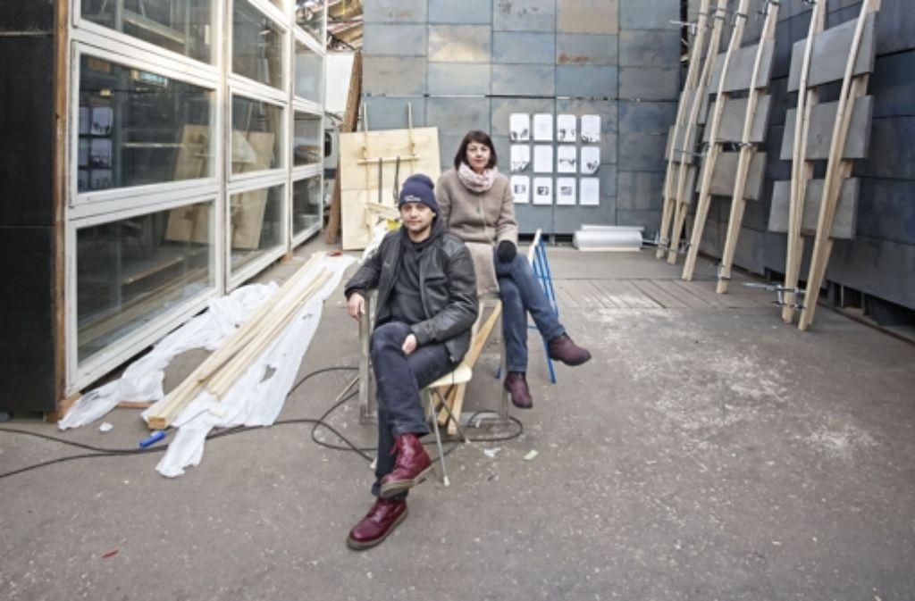 Lukasz Lendzinski und Susa Reinhardt wollen die Künstler der Wagenhallen künftig sichtbarer machen. Foto: Heinz Heiss