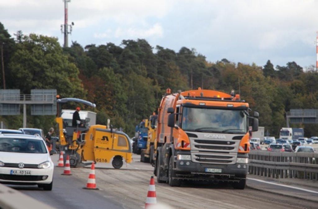 Den ganzen Abend über haben Autofahrer am Freitag wegen eines Lkw-Unfalls auf der A8 am Kreuz Stuttgart noch mit Staus rechnen müssen. Foto: Friebe/PR