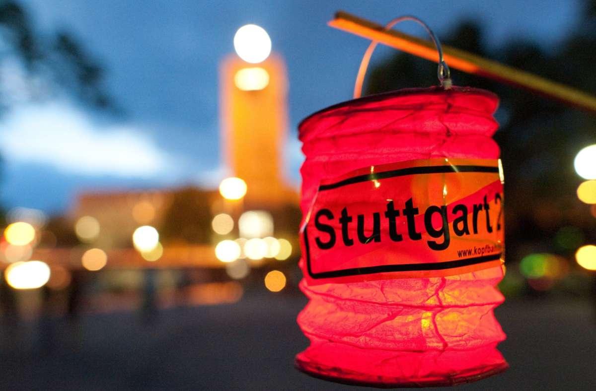 Monatelang ist im Jahr 2010 gegen den Start des Großprojekts Stuttgart 21 demonstriert worden – auch zu später Stunde. Foto: dpa/Uwe Anspach