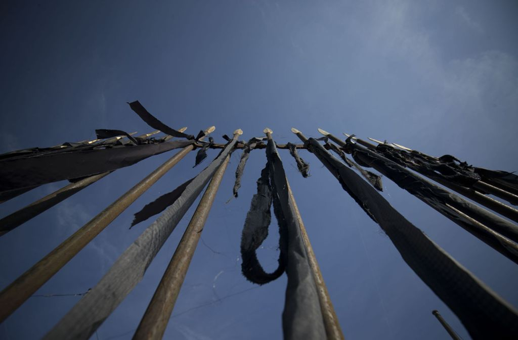 Trauerflor als Zeichen des Protestes gegen das abgeholzte Sanctuarium Foto: Lichtgut/Leif Piechowski