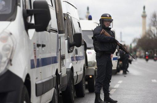 In Paris hat ein bewaffneter Mann mehrere Geiseln in einem jüdischen Supermarkt in seiner Gewalt. Foto: EPA