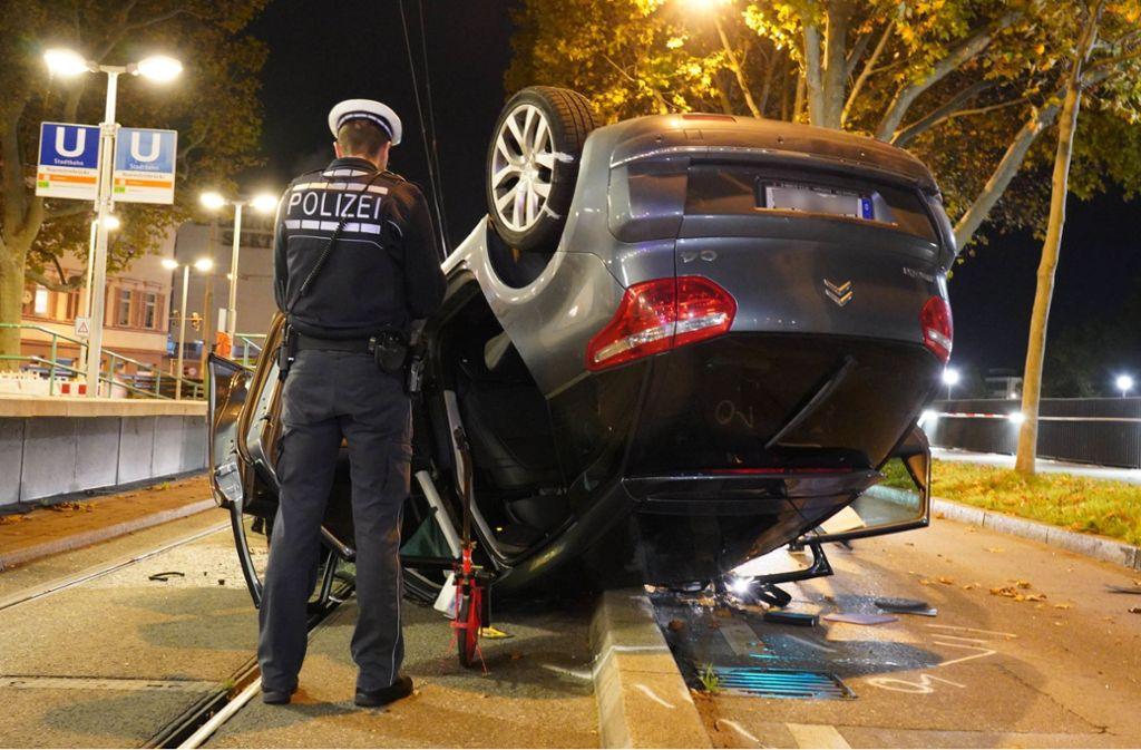 Ein heftiger Unfall hat sich am Dienstagabend in Bad Cannstatt ereignet. Foto: Andreas Rosar Fotoagentur-Stuttg