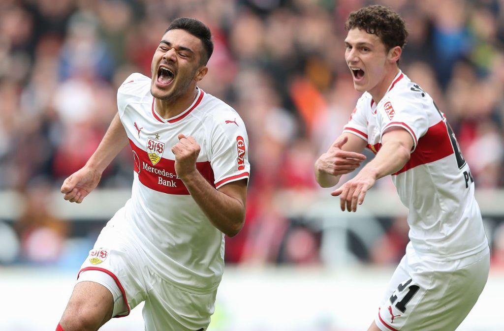 Ozan Kabak (li.) brüllt seine Freude über seinen zweiten Treffer für den VfB hinaus – und bringt damit auch Benjamin Pavard zum Jubeln. Foto: Getty