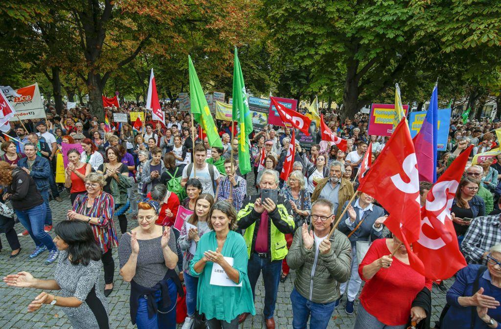 Ist die liberale Bürgergesellschaft hier am Feiern oder am Demonstrieren? Die Wahrheit liegt wohl irgendwo dazwischen. Foto: Lichtgut/Leif Piechowski