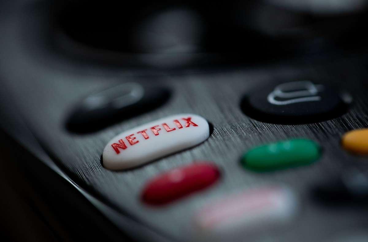 Streamingdienste und Mediatheken machen heute jedem unzählige Spielfilme und andere Bewegtbildangebote zu Hause zugänglich. Wie war das vor 100 Jahren? (Symbolbild) Foto: dpa/Rolf Vennenbernd