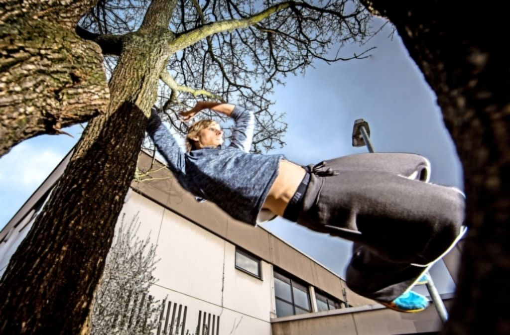 Betonwüste? Für das Obstac Parkour&Freerunning-Team aus Remshalden ist der städtische Raum eher ein Paradies. Weitere spektakuläre Bilder der jungen Sportler zeigen wir in der folgenden Bilderstrecke. Foto: Frank Eppler