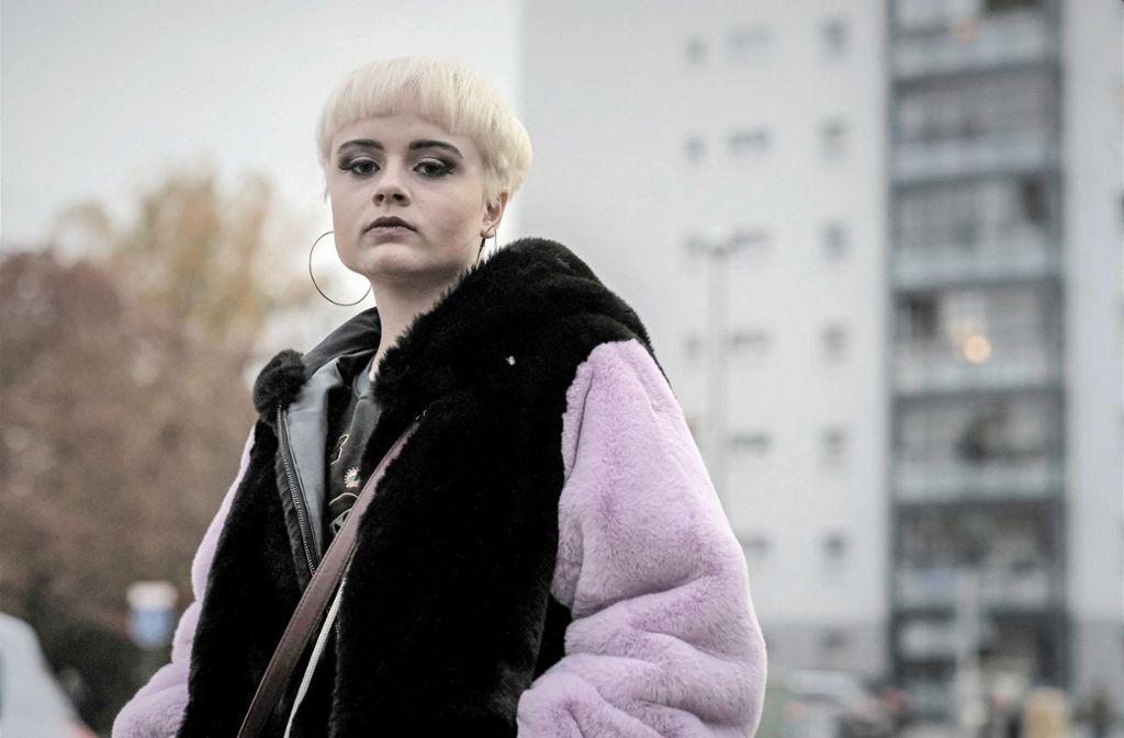 Abgebrüht Vanessa (Lena Urzendowsky) gibt sich supercool. Aber woher hat die Jugendliche das Geld für die teuren Klamotten?   Foto: SWR/Jacqueline Krause-Burberg