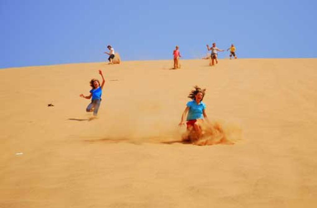 Die Sanddünen der Namib sind ein wunderbarer Spielplatz für Kinder. Foto: Fauth