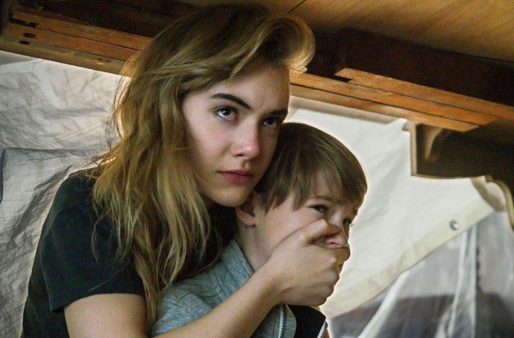 Im Versteck: Kinsey(Emilia Jones) und Bode (Jackson Robert Scott) Foto: Netflix/Christos Kalohoridis