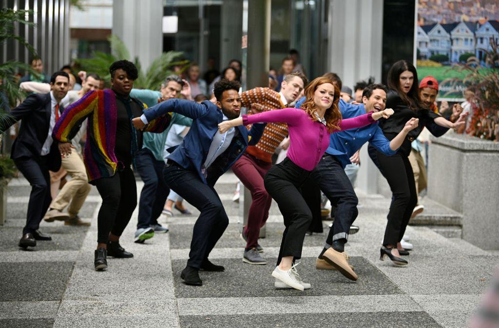 Das Leben von Jane Levy (vorne) hat sich in ein Musical verwandelt, in dem alle singen und tanzen, was sie denken. Foto: NBC