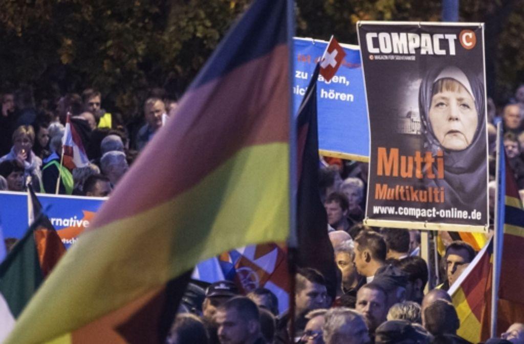 Die rechtskonservative AfD hat am Mittwoch in Erfurt wieder zu einer Demonstration gegen die Asylpolitik der Bundesregierung aufgerufen und 8000 Menschen kamen. Foto: AP