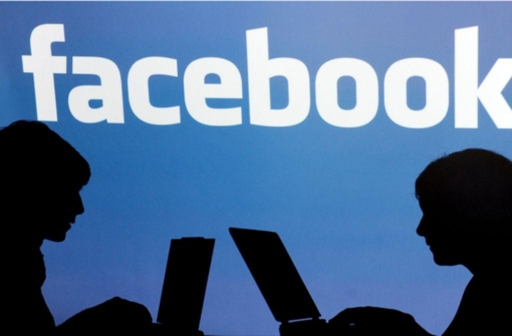Über Facebook kann man Veranstaltungen organisierten und Einladungen an Freunde herausgeschicken. Foto: dpa