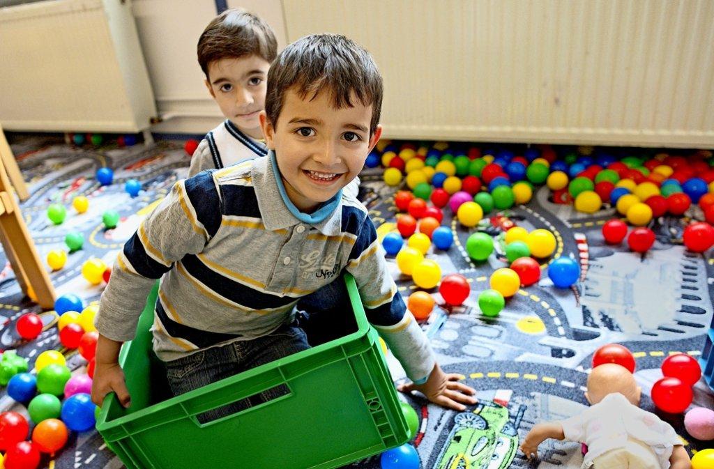Auch Kinder aus Flüchtlingsfamilien haben ein Recht auf Betreuung. Vielen Kommunen fehlen jedoch die nötigen Plätze. Foto: dpa