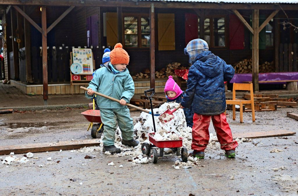 Auch in der kalten Jahreszeit sind die Kinder draußen unterwegs. Foto: Gorr/Archiv