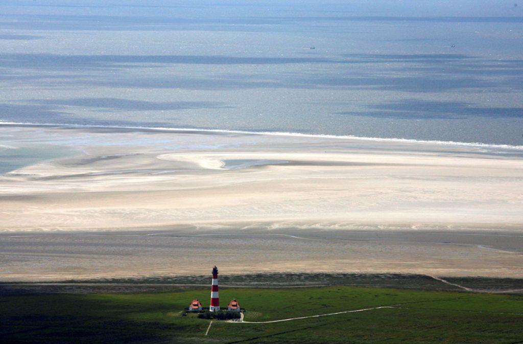 Wattenmeer und der Leuchtturm von Westerhever an der schleswig-holsteinischen Nordseeküste Foto: picture alliance / Carsten Rehde