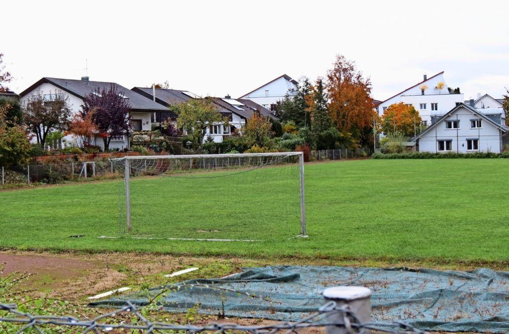 Auf dem Sportplatz des Jahn-Areals  sollen von Anfang Juni 2017 an  etwa 150 anerkannte Flüchtlinge wohnen. Foto: Otto-H. Häusser