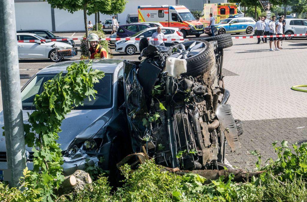 Drei Menschen wurden bei dem Unfall schwer verletzt. Foto: SDMG