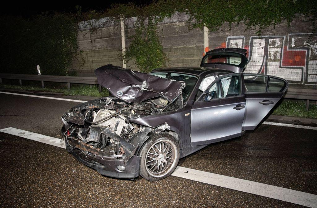 Blechknäuel auf der A81: Der BMW hat nur noch Schrottwert. Foto: 7aktuell.de/Marc Gruber