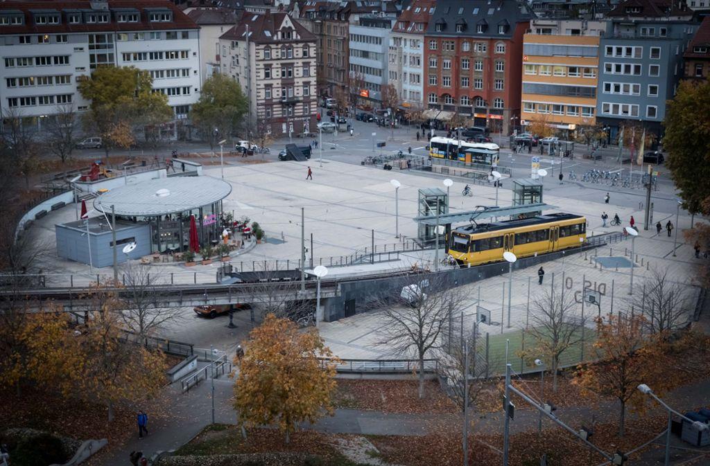 Passagiere müssen  immer  Umwege in Kauf nehmen – etwa  über den Marienplatz. Foto: LG/Zweygarth