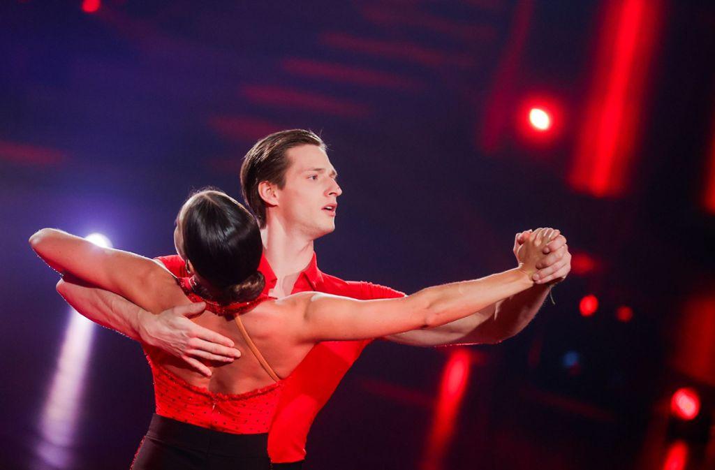 Im Finale: der Stuttgarter Sportler Moritz Hans und die Profitänzerin Renata Lusin Foto: dpa/Rolf Vennenbernd