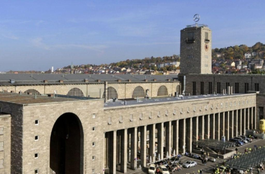 Der Bahnhofsturm soll auf Eichenpfählen gebaut worden sein. Foto: dpa