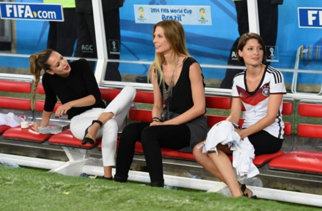 Bei der Fußball-WM noch in der ersten Reihe (von links): Mandy Capristo, Sarah Brandner und Kathrin Gilch Foto: Getty Images South America