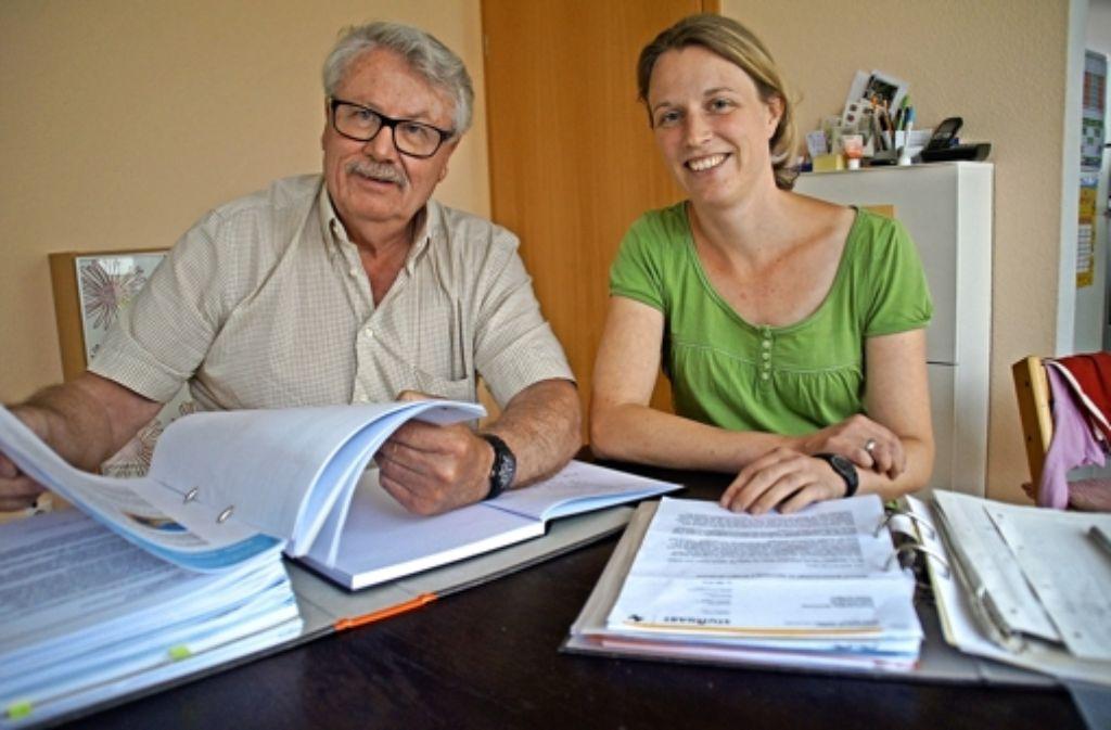 Hans Klingel und Julia Mohr setzen sich dafür ein, dass der geplante Funkmast mindestens mit einem Abstand von 300 Metern zur Wohnbebauung errichtet wird. Foto: Leonie Schüler